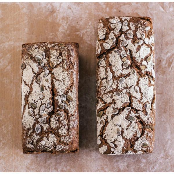 Pan integral ecologico de centeno con pipa de calabaza. / Biopan