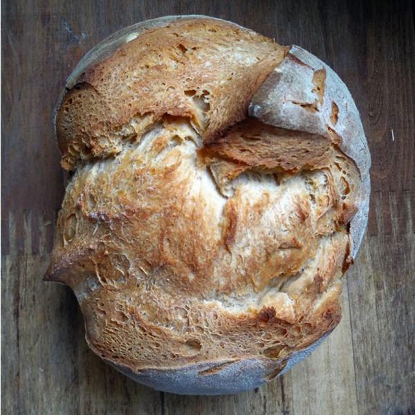 Hogaza pan de pueblo de trigo. / Pura Vida Horno de leña