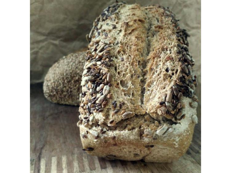 Pan integral de trigo con lino y girasol