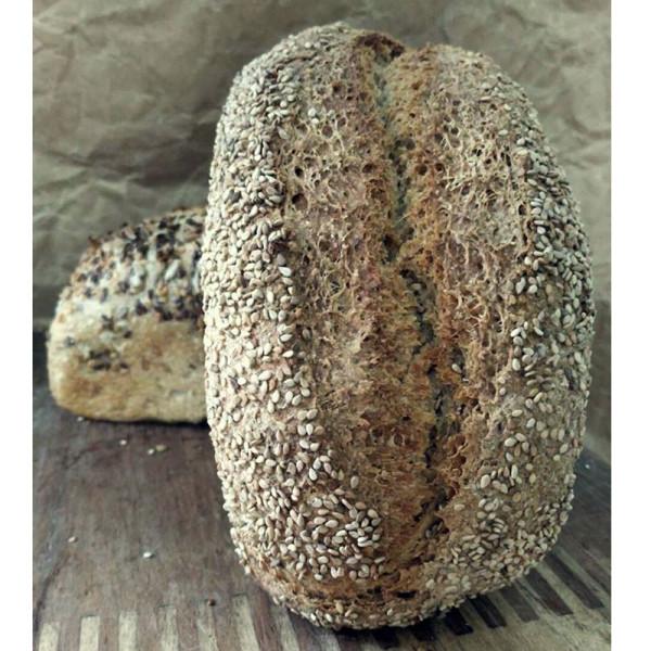 Pan integral de trigo con sésamo. / Pura Vida Horno de leña