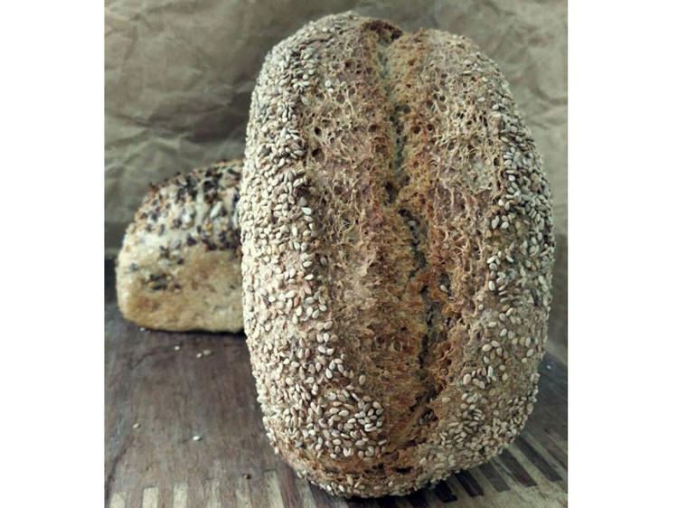 Pan integral de trigo con sésamo.