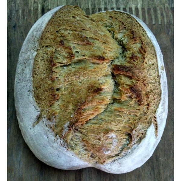 Pan rústico de trigo. / Pura Vida Horno de leña