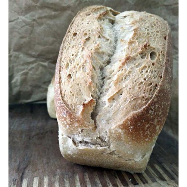Pan blanco trigo. / Pura Vida Horno de leña